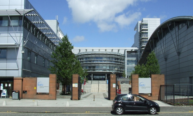 Glasgow Caledonian University (crédito: Thomas Nugent - http://www.geograph.org.uk/photo/3604308 - CC BY-SA 2.0)