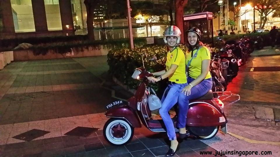 Andando de moto pela cidade com minha amiga Naissa
