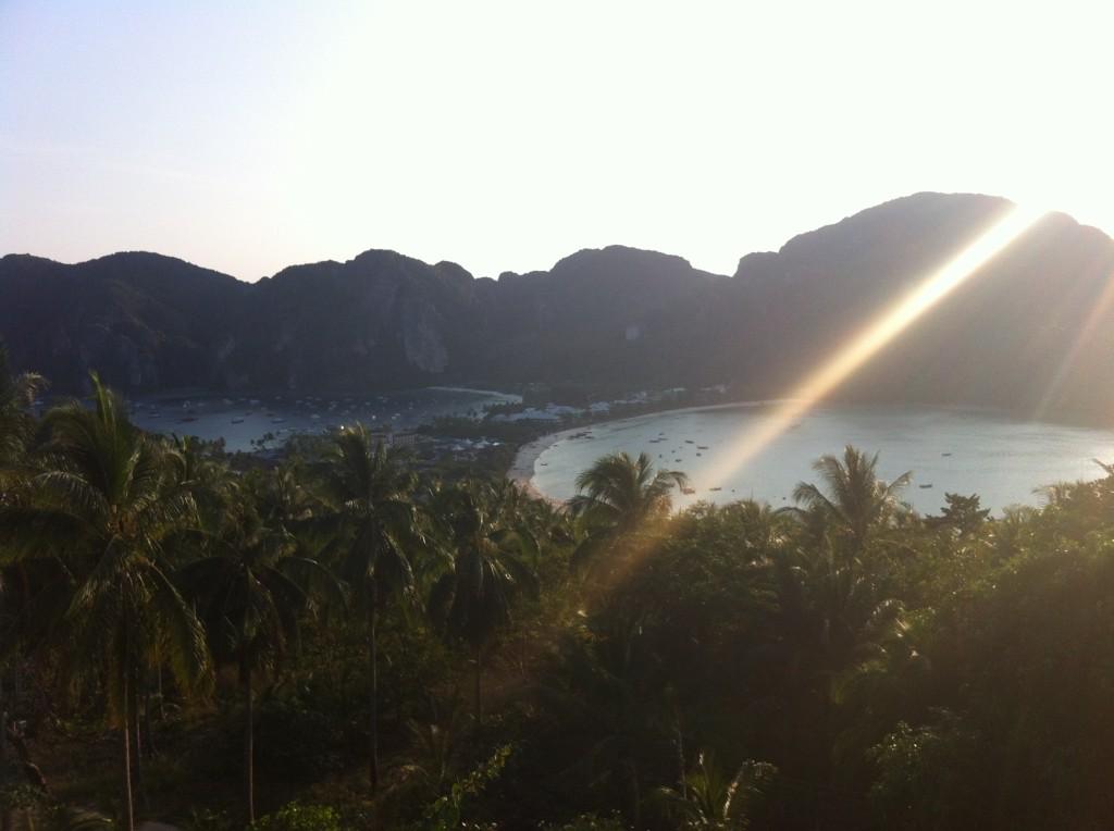 Pôr do Sol em no topo do view point na Ilha de Phi Phi