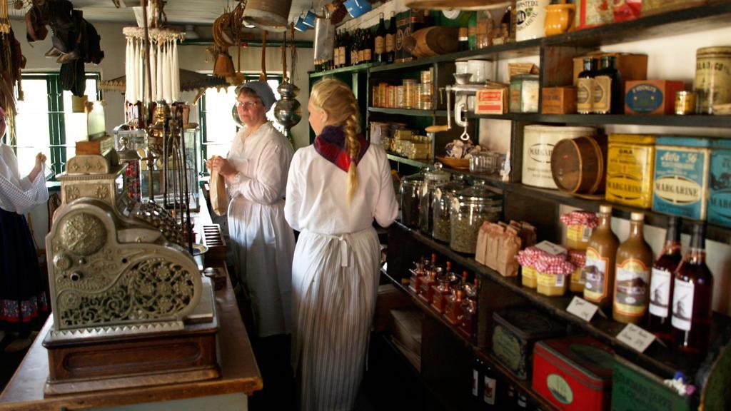 Réplica de uma mercearia antiga em Hjerl Hede, onde também se vendem produtos artesanais feitos como nos velhos tempos (Foto: Divulgação / Visit Holstebro)