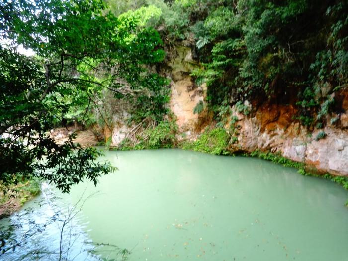 Em Jacmel também se encontra Bassin Bleu, que é um rio cuja água tem uma cor verde-azulada e que tem uma cachoeira deliciosa.