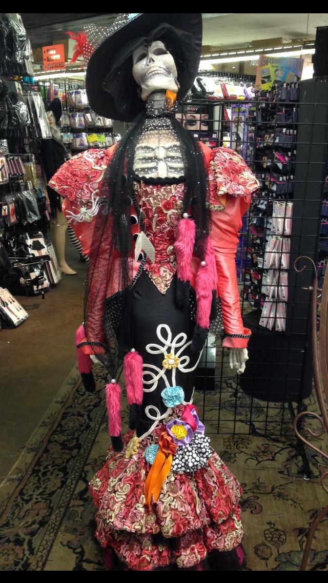 Loja de Fantasias de Halloween. Algumas, como esta da foto, chegam a custar mais de US$ 1200,00!