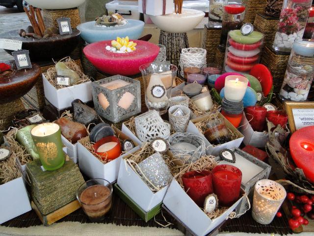 O mercado abre algumas noites em dezembro, com muito artesanato, música e comida!