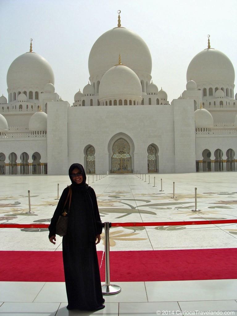 A Grande Mesquita na capital dos Emirados Árabes Unidos, em Abu Dhabi