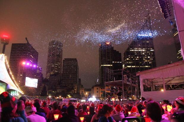 Neve artificial e fotos de artifício no final do show de natal!
