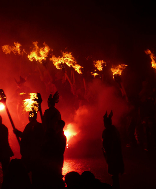 Up Helly Aa. Crédito: CaptainOates - https://www.flickr.com/photos/islandsofthemind/4310989531/in/photostream/ (CC BY-NC 2.0)