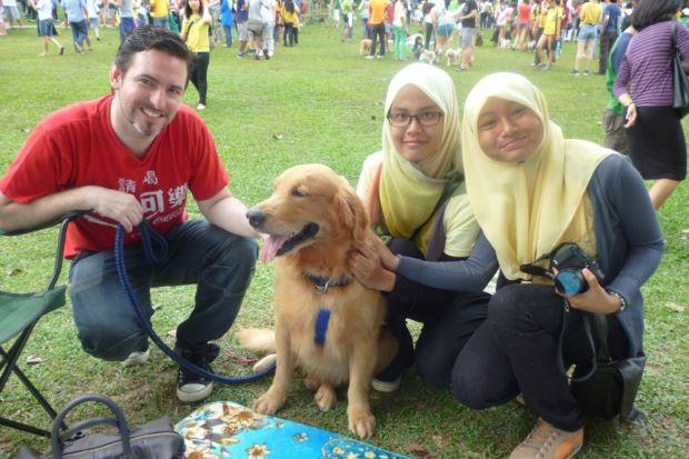 Foto do Evento I want to touch a dog. Fonte:freemalaysiatoday.com
