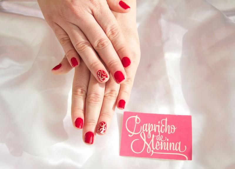 Manicure com detalhes