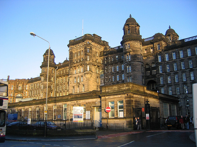 Glasgow Royal Infirmary (crédito: Alistair McMillan - https://www.flickr.com/photos/alistairmcmillan/ - CC BY-SA 2.0)