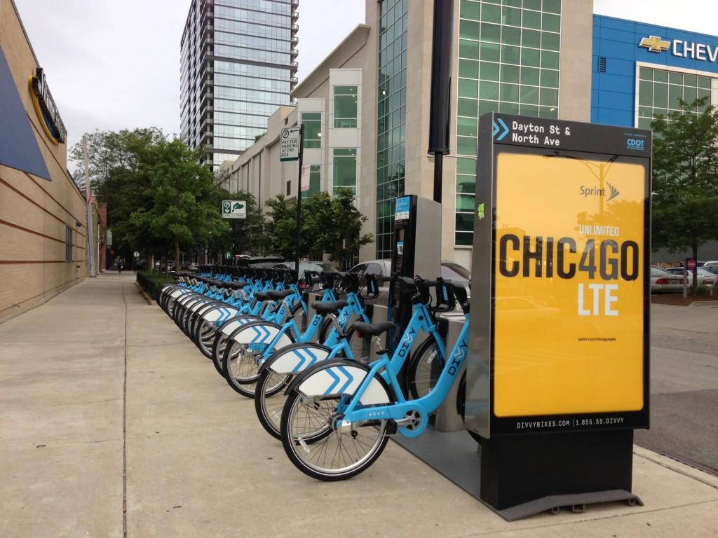Uma das muitas estações Divvy em Chicago