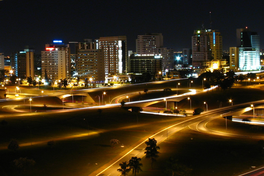 Brasília à noite. Foto: Wikimedia Commons