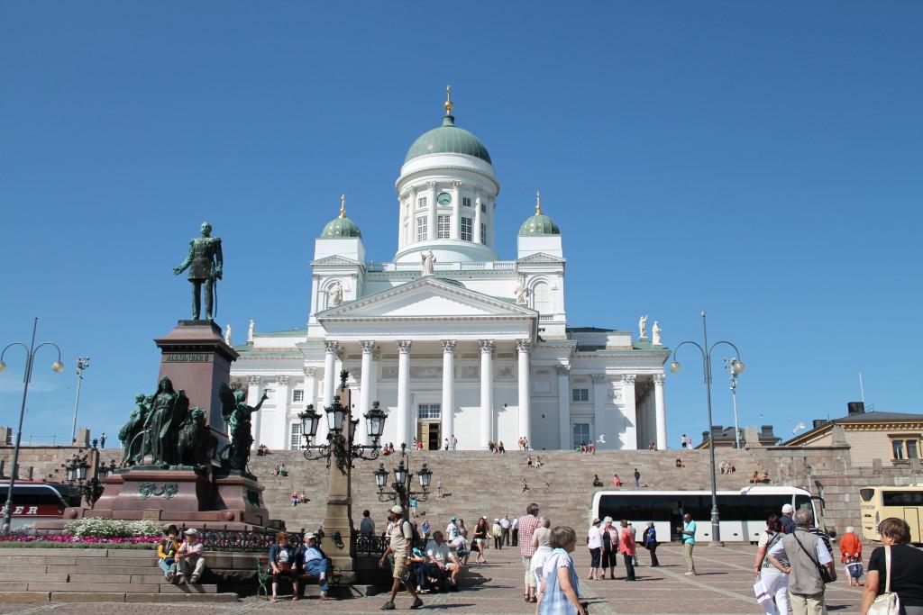 Foto: arquivo pessoal, Catedral de Helsinque, localizada na Senaatintori (Praça do Senado)