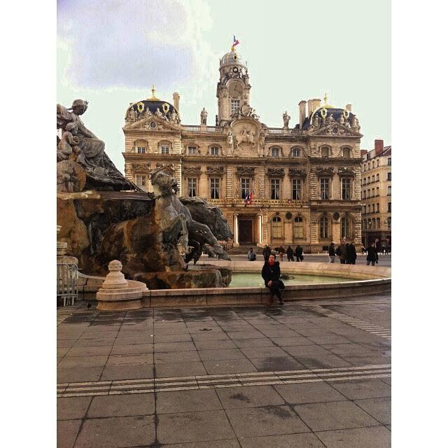 Place des Terreaux e ao fundo Hotel de Ville