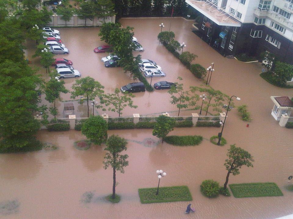 Estragos feitos por um furacão em Hanoi, no Vietnam