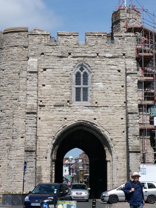 Antigo portão e entrada da cidade, na época medieval