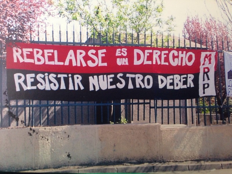 Cartaz incitando à rebelião, colocado pelo Movimiento Rebelde Pascualino