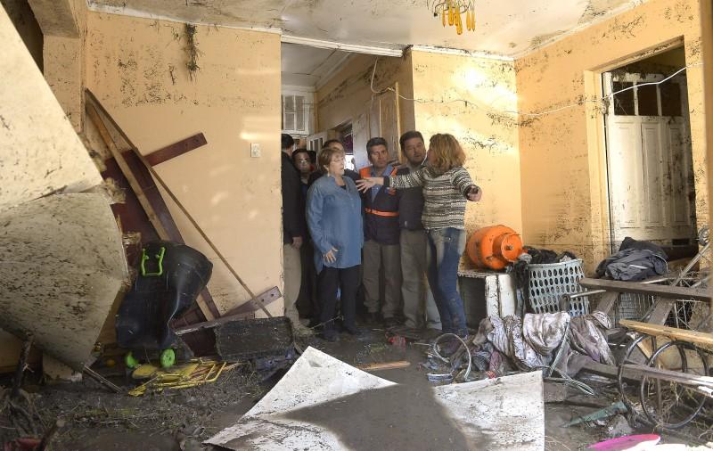 Bachelet visitando áreas afetadas pelo terremoto no norte Foto: Gobierno de Chile/ Fotos Públicas (2015)