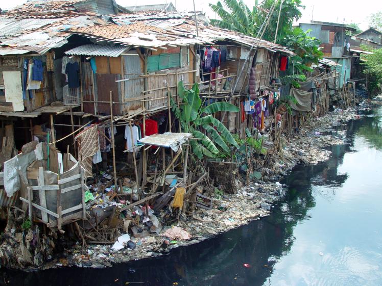 Os efeitos visíveis da falta de cuidado com o ambiente. Fonte: www. photographyindonesia.wordpress.com)