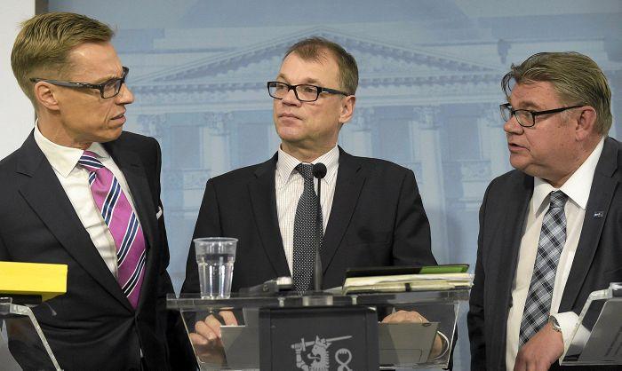 Ministro das Finanças Alexander Stubb (à esquerda), Primeiro Ministro Juha Sipilä (centro) e Timo Soini (Ministro das Relações Exteriores) Foto: Vesa Moilanen/Lehtikuva