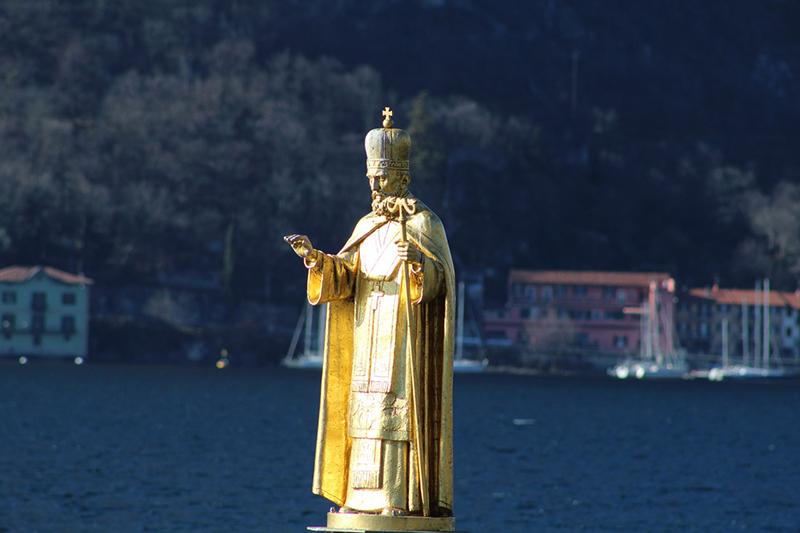 Estatua de São Nicolau, Lecco - Itália https://pixabay.com - por Stefano Ferrario