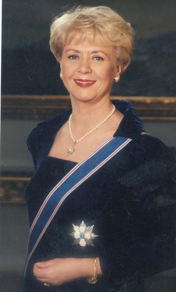 Vigdís Finnbogadóttir, a primeira mulher a ser eleita chefe de Estado por voto direto no mundo.