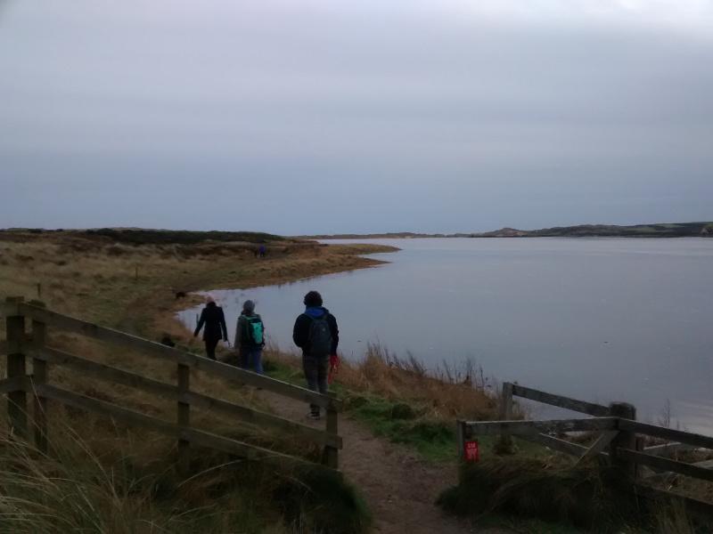 Caminhando pela Forvie National Natural Reserve em um dia de inverno