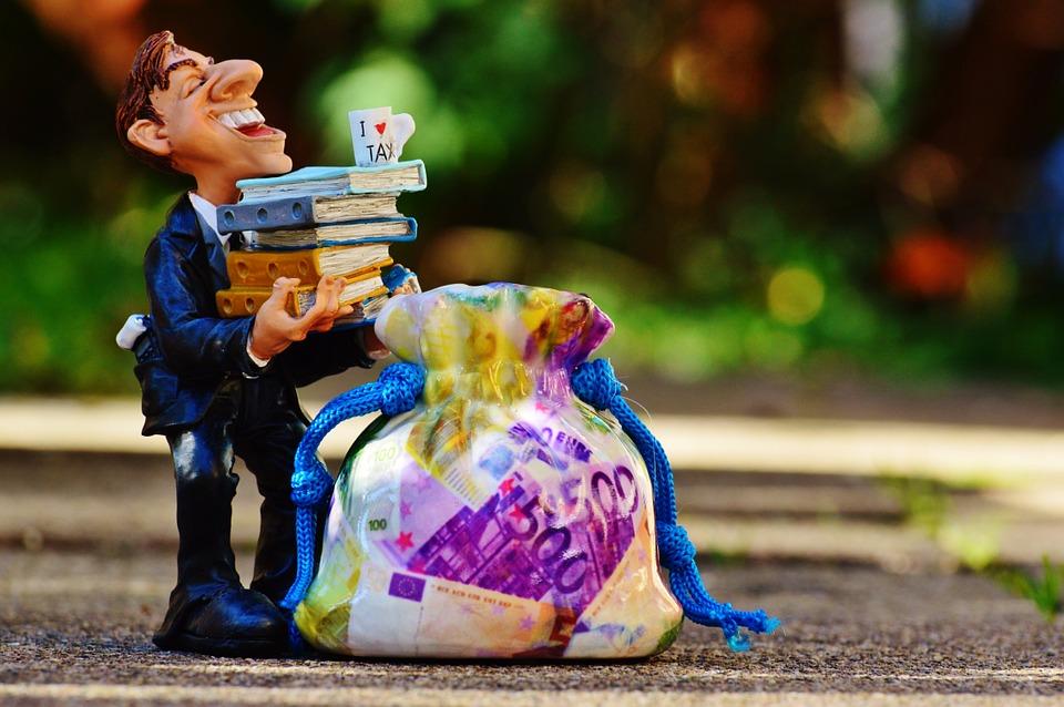 Fonte: pixabay.com. Afinal advogados e muitas taxas pra pagar são os melhores amigos de um bom divórcio litigioso