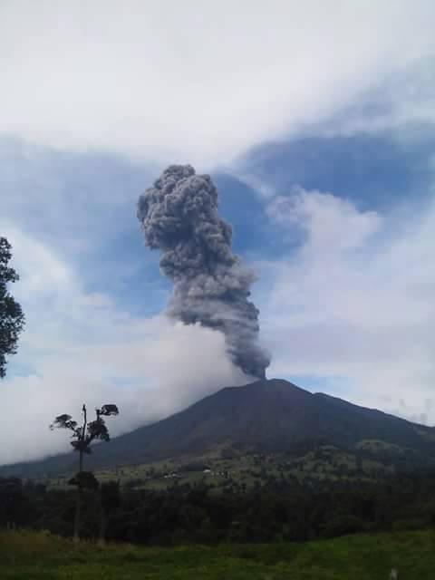 Erupção do Turrialba em 2015 - Créditos Greivin Morales