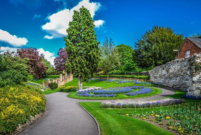 gardens-717425_640