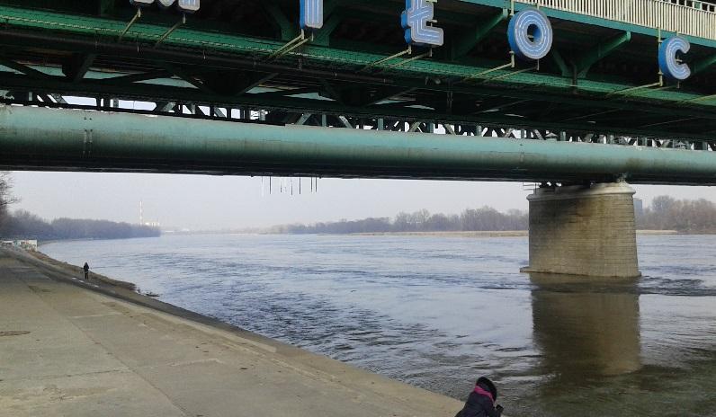 Passear sozinha ou ficar despreocupadamente contemplando o rio Vístula não é um problema.
