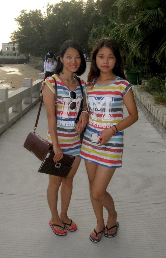 Amigas look vestidos iguais