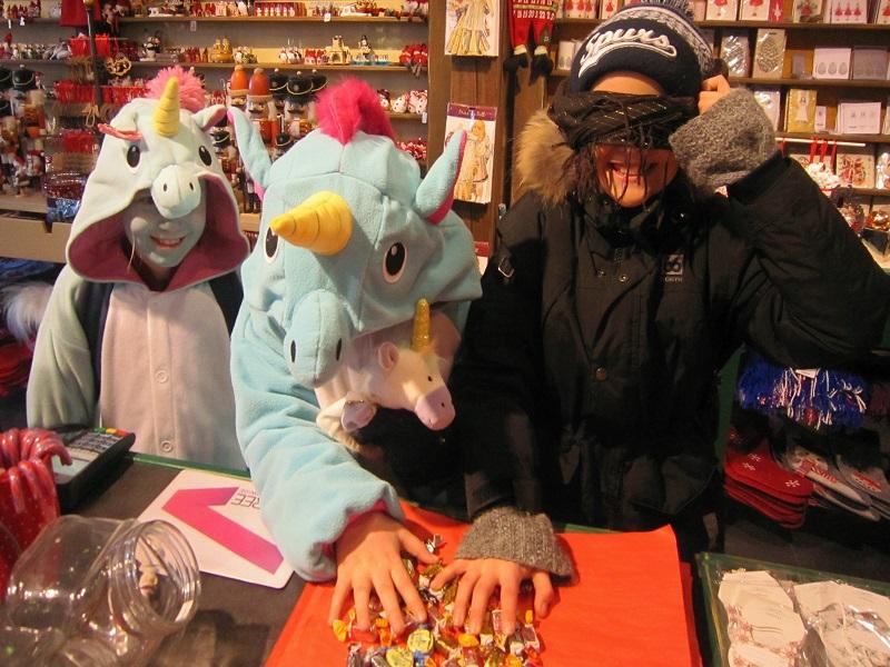 Unicórnios à busca de doces no carnaval islandês.