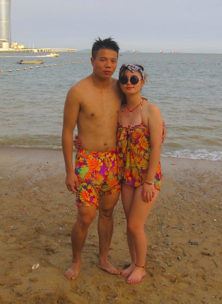 casal roupa de banho praia identicos