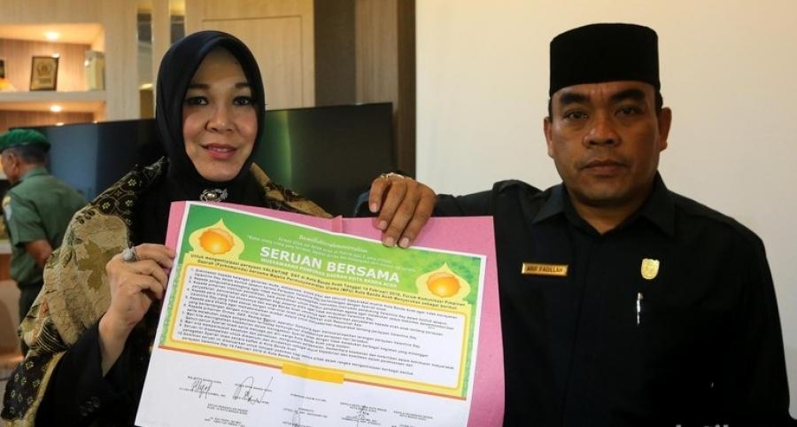 """A prefeita de Banda Aceh, Illiza Sa'aduddin Djamal, que baniu o Valentine's Day por considerá-lo """"impróprio"""" para os muçulmanos."""