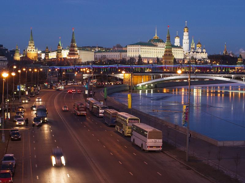 https://pixabay.com/en/moscow-the-kremlin-quay-russia-964445/