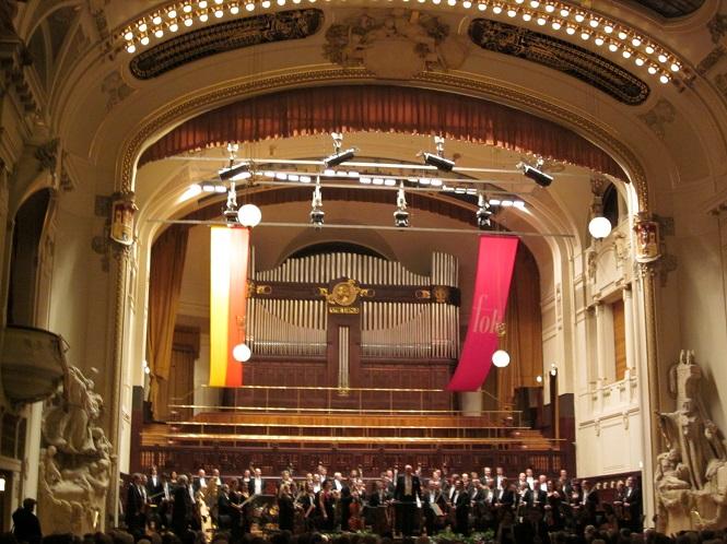 Concerto da Orquestra Filarmônica de Praga, na Casa Municipal.