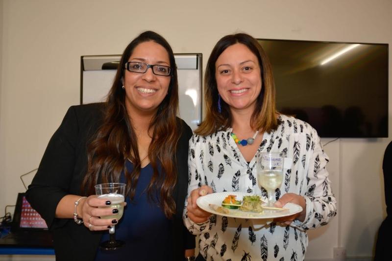 Ann BPM e Juliana, chairman da LAWRS. associação de ajuda e apoio às mulheres latino americanas no Reino Unido
