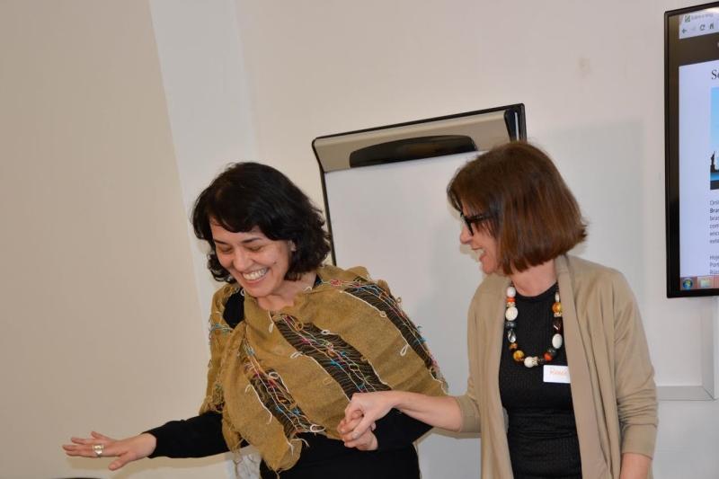 A artista Márcia Mar e Renée Rassasse (proprietária da clínica de audiologia Real Hearing, em Londres)