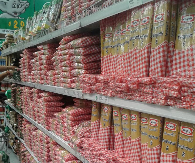 Supermercado geralmente é a opção mais prática e mais cara.