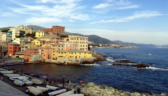 Praia de Boccadasse, um bairro típico de marinheiros e pescadores e importante lugar turístico da cidade de Gênova. Crédito imagem: FA.Serra