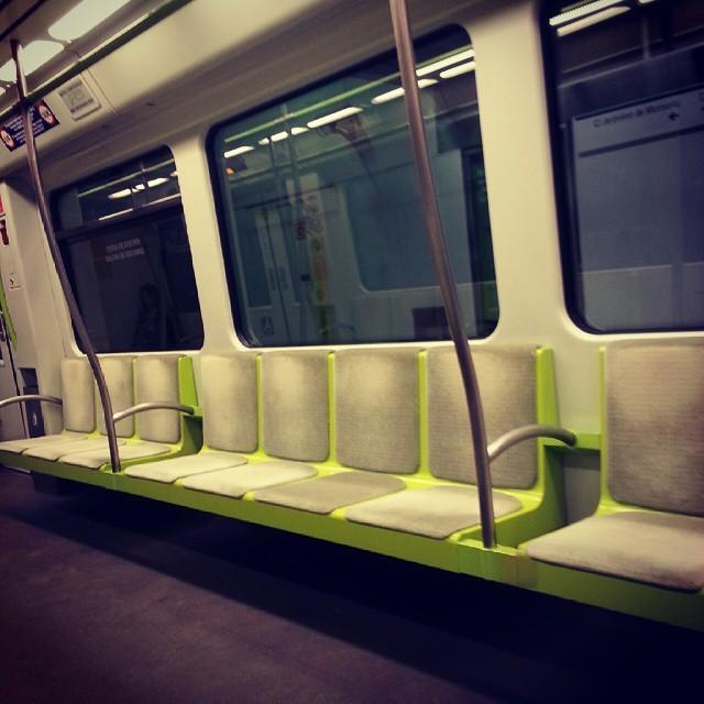 Metrô de Valência vazio no final da manhã