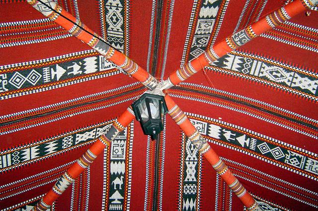 Teto da tenda tradicional chamada de Majilis