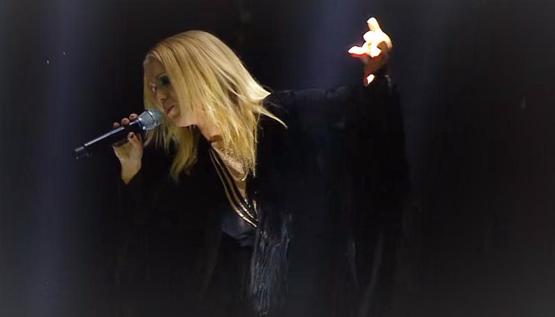 A cantora Greta Salóme representando a Islândia na semi-final de 2016. Foto tirada da minha TV.
