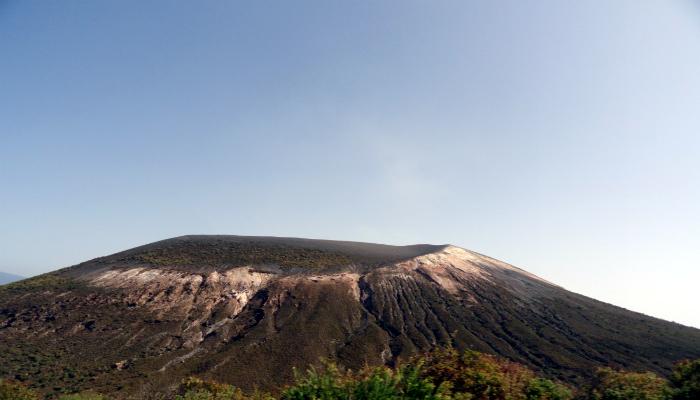 Vulcão Vulcano. Crédito imagem: FA.Serra Licença: Creative Commons Atribuição-Não Comercial.