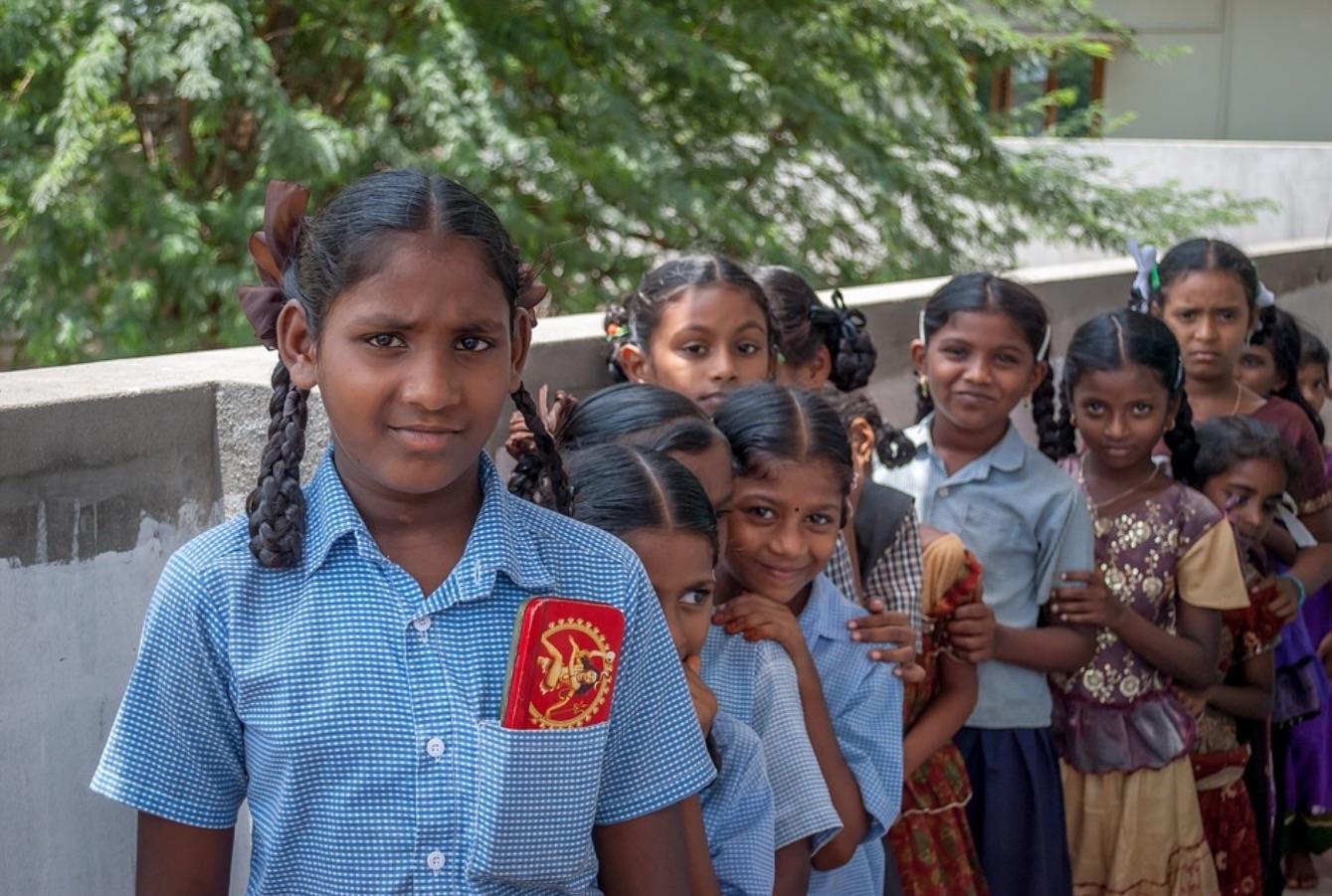 Meninas em orfanato na Índia.