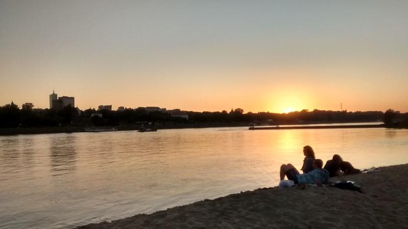 Pôr-do-sol às margens do Rio Vístula