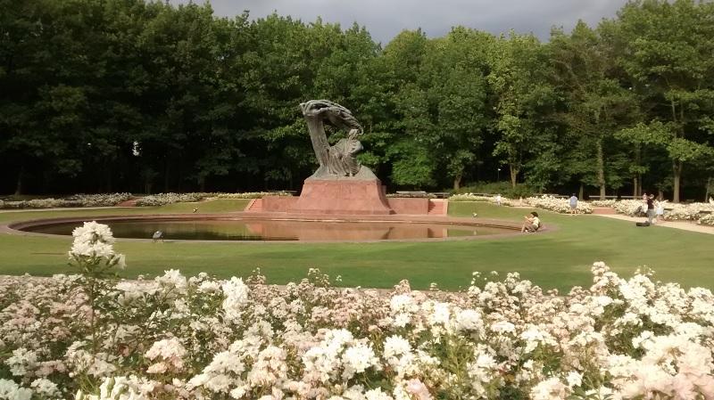 Estátua de Chopin no parque Łażenki