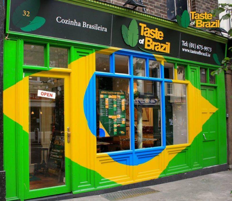 Fachada com a bandeira. Fonte: página oficial do Taste of Brazil no Facebook.