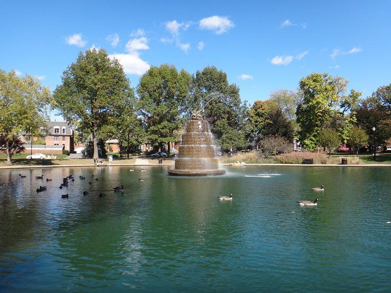Fonte dos elefantes no parque Goodale, que fica no centro de Columbus.
