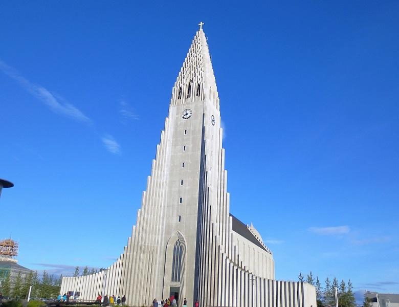 A Hallgrímskirkja NÃO é a catedral da Islândia, ao contrário do que muitos propagam por aí.